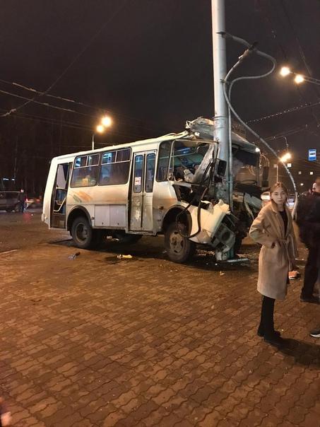 "Өфөлә ""ПАЗ"" автобусы менән ҡаты авария"
