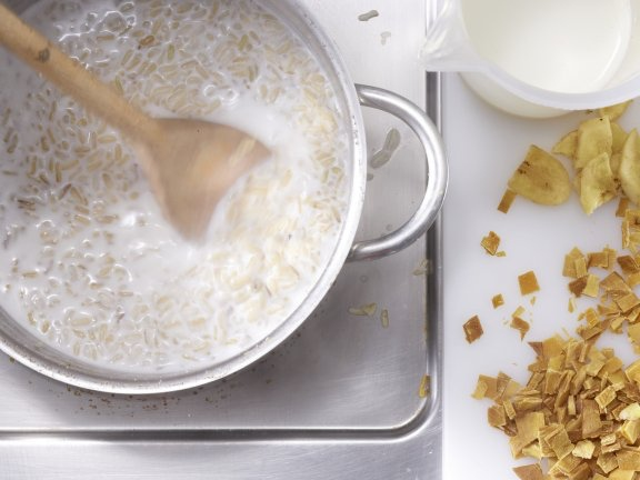 Каша из коричневого риса с сухофруктами