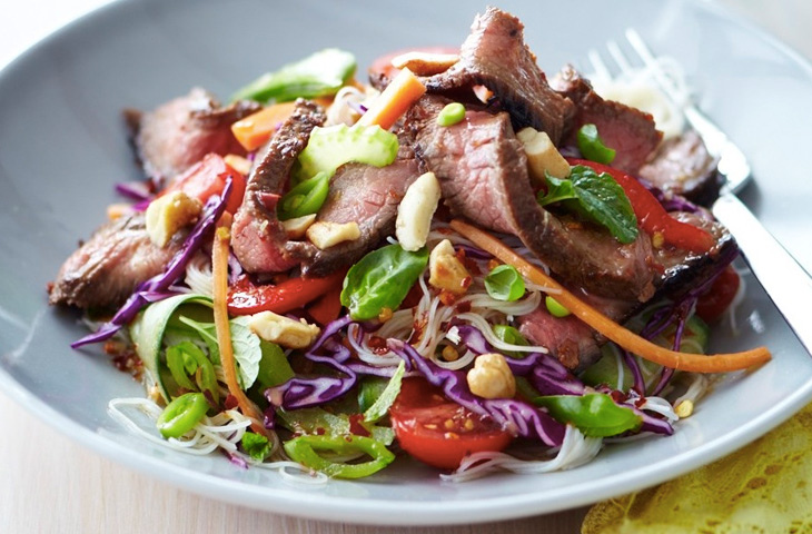 Шедевральные салаты со стейком, изображение №2
