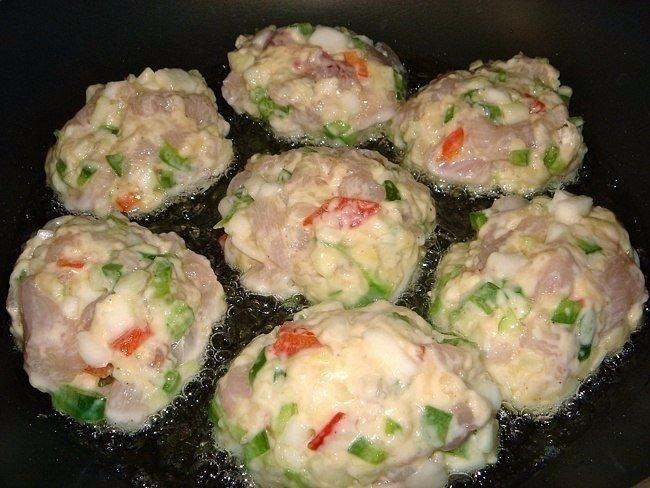 🍴Рецепт очень вкусных и полезных котлет из куриного мяса с овощами и сыром!, изображение №3